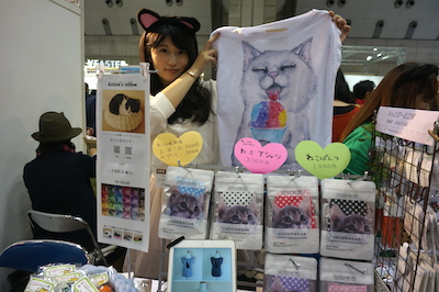 kitten's ribbon 猫好きの皆様と交流するのがとても楽しみです! 商品・作品に関することは勿論、お互いの猫自慢等ができたら素敵だなあと思います。 お気軽にお声がけください。 セールスポイント  ウールの中でも最高級と言われるメリノウールを贅沢に使った猫ベッドがおすすめです。 3サイズ・24色から選べる受注生産品ですが、今回は数量限定で即売も行いますのでぜひ実際にご覧いただきたいです。