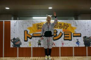 24日には、「にゃんだらけのテーマ」の振付を担当したYURAサマがステージに登場。