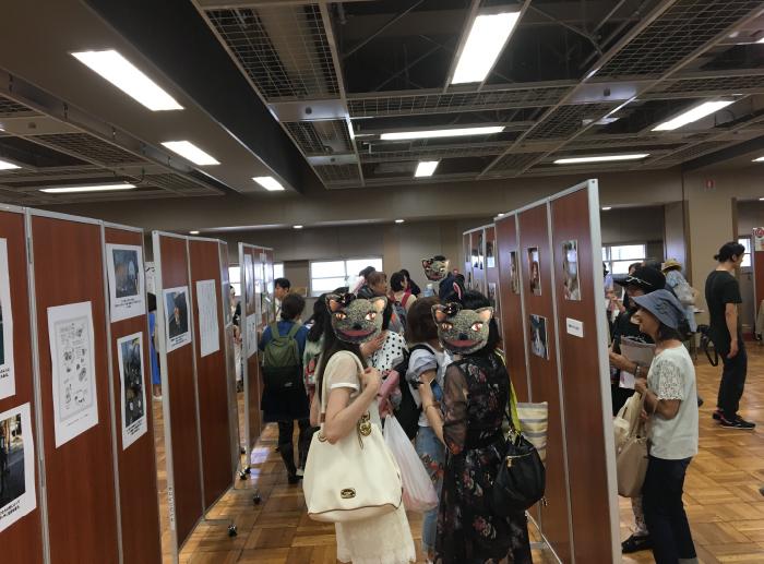 ミニ写真展コーナーでは、たくさんのお客様がじっくりと写真を鑑賞してくださいました。