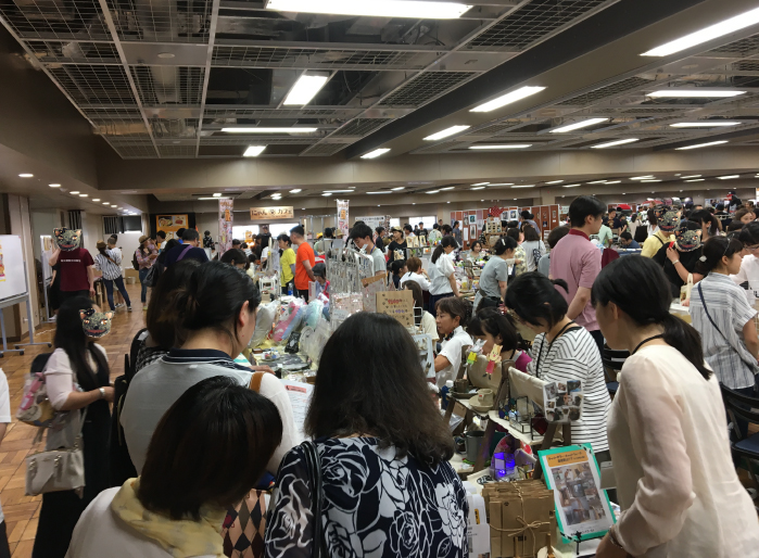 会場内は、終日、たくさんのお客様の熱気でいっぱいでした。