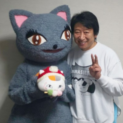 ニャンコ先生を抱っこしたびじゅたんと記念撮影してくれた井上和彦さん♡ 本当にありがとうございました。