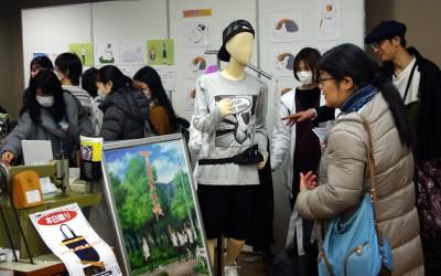 井上和彦さんがプロデュースしたニャンコ先生アパレルや、夏目友人帳ミニパネル展のコーナーもありました。