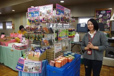 おもちゃや猫用品が7つで1,000円! 太っ腹〜♡(写真:harunatsuko)